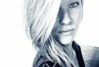 Süsse Studentin aus Düsseldorf - Mehr auf fickenjetzt&period