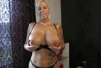 Vanessa (54)