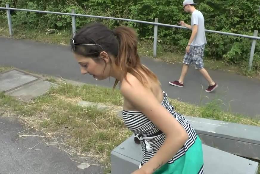 Mitten auf dem Bahnsteig G*****t!!!