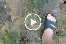 Plitsch Platsch nasse Nylonfüsse