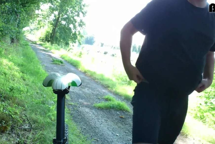 Fahrradfahren in Feinstrumpfhose