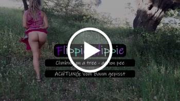 Flippie-Hippie: Verrücktes Hippie Girl pinkelt vom Baum