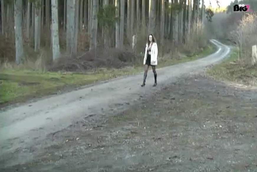 Fremden im Wald einen g******n
