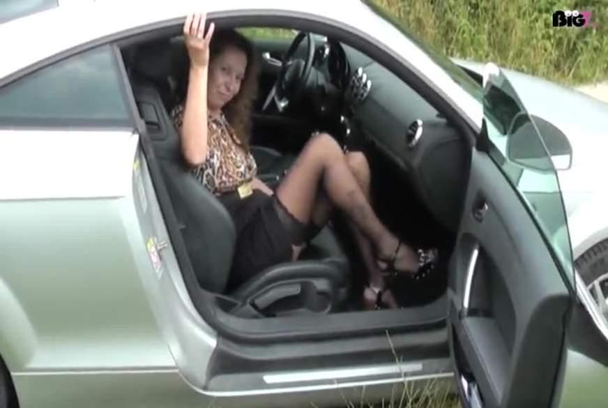 Im Auto b*****t