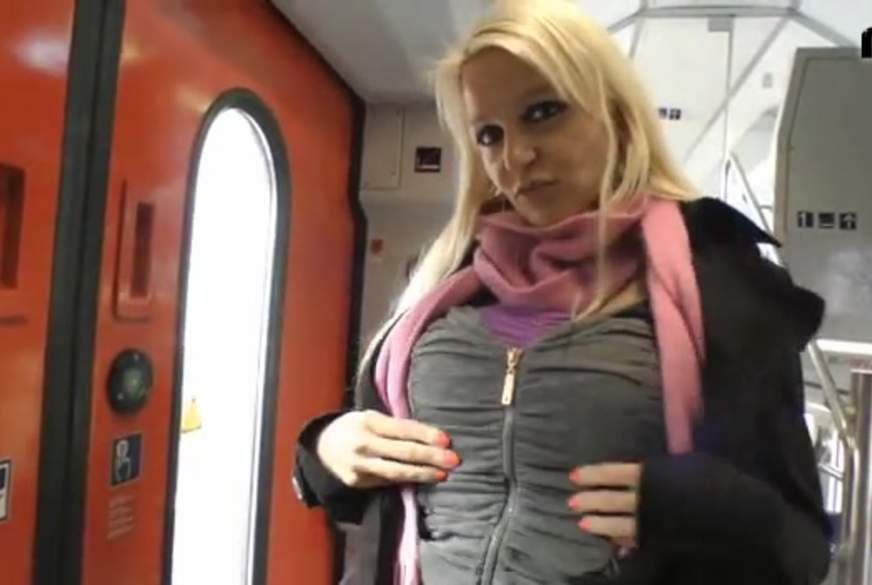 Skandal-F**k - Direkt im Zug !!