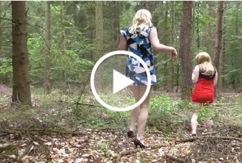 Zwei Studentinnen p****n in den Wald