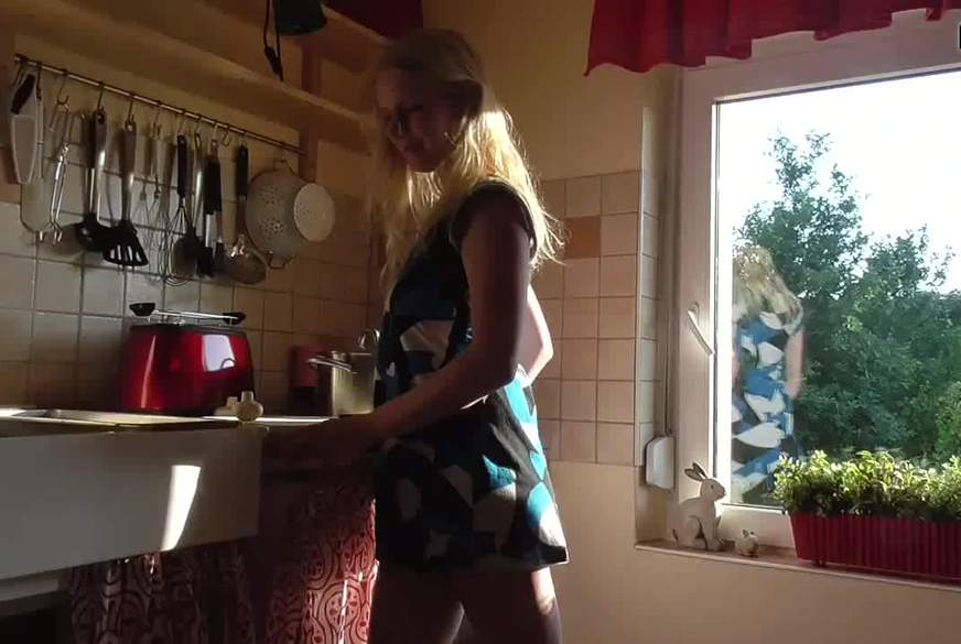 H**ter Quickie in der Küche! F****l!