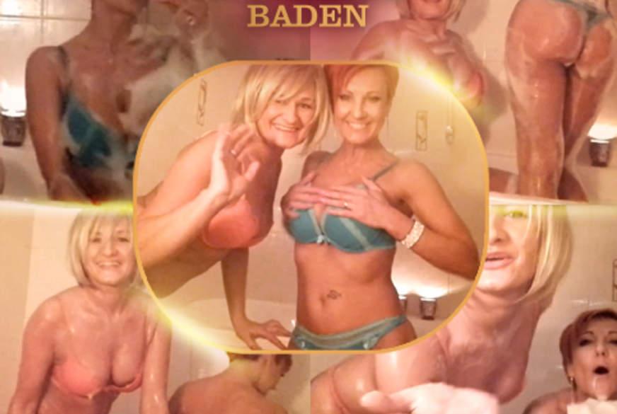 Mit einer Frau zusammen baden