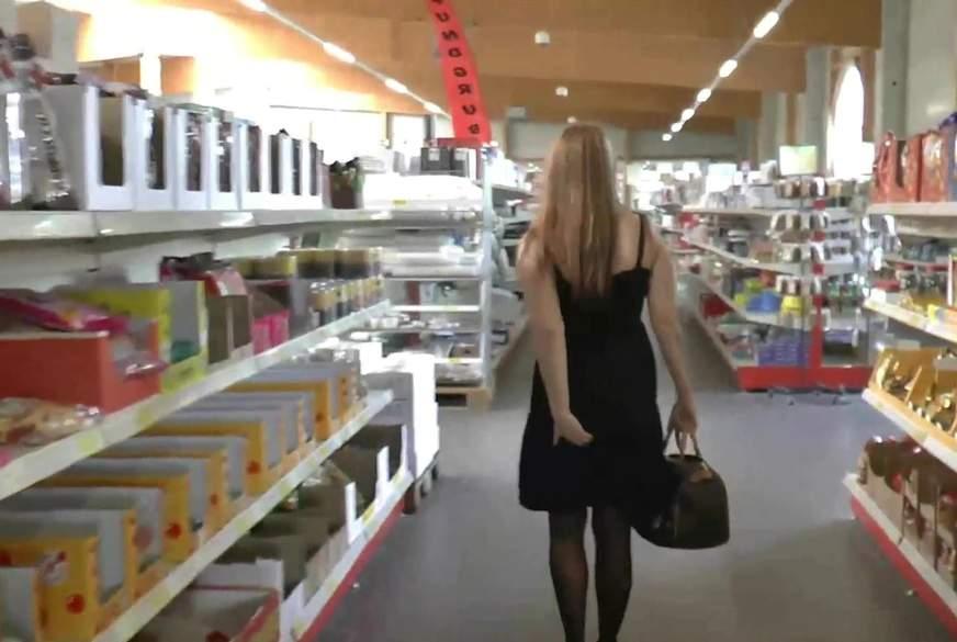 Skandal ! A**l-P**g-Walk im Einkaufscenter !!!