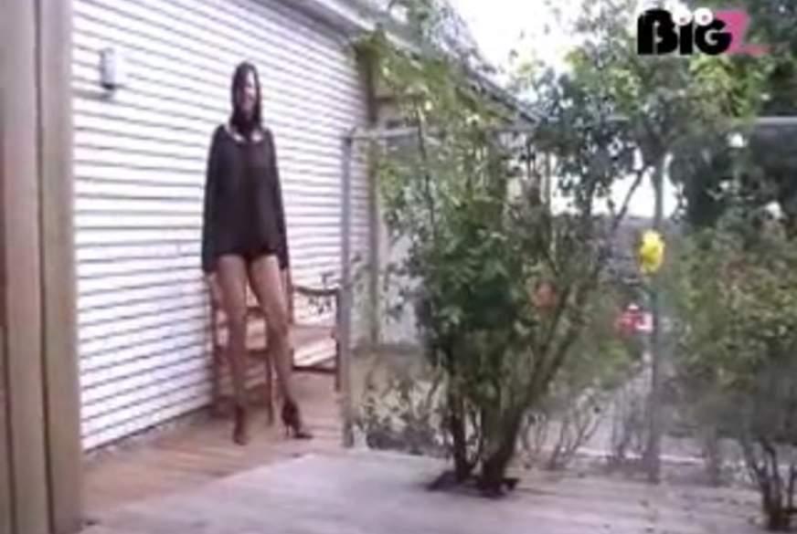 Leni zerreißt ihre Strumpfhose und p**st