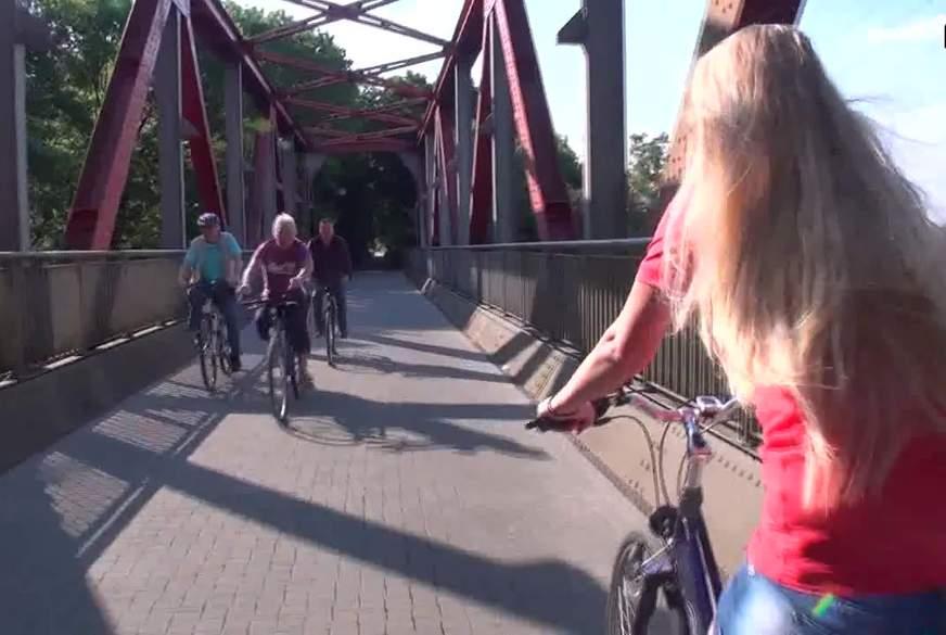 Die Total versexte Fahrradtour !!