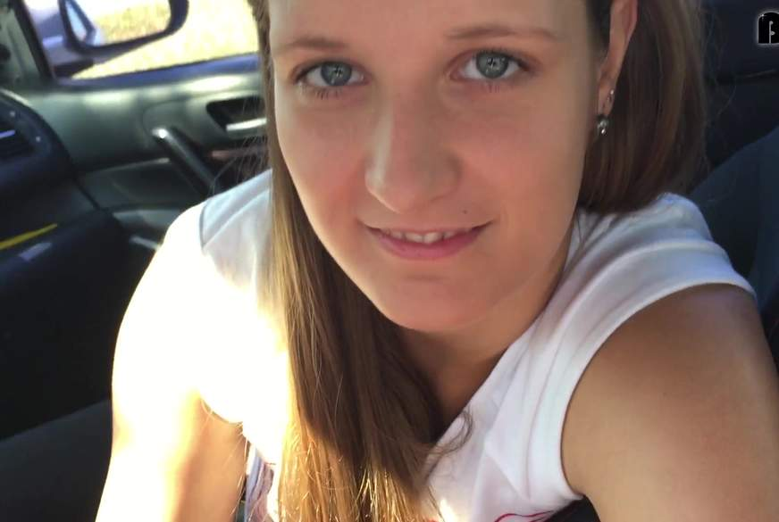 Jennifer ist geil im Auto