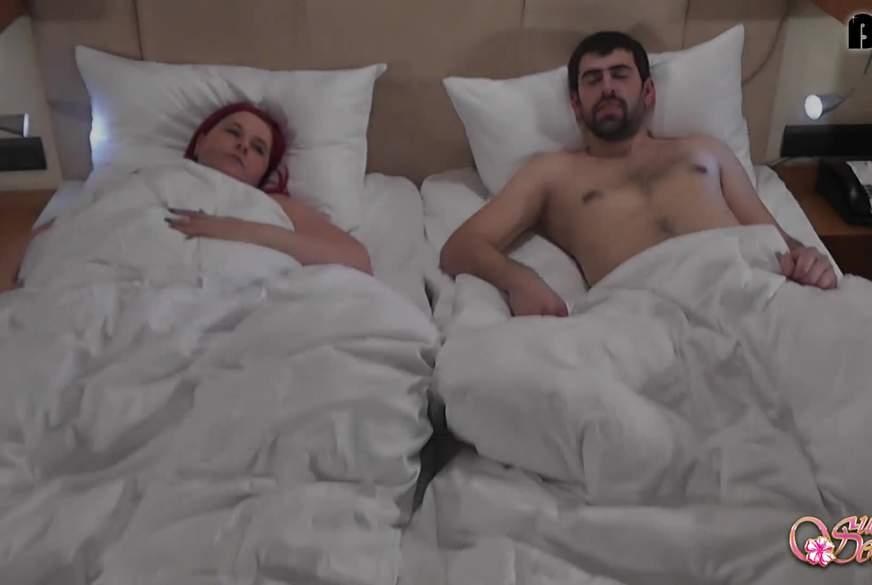 Ein geiles Erwachen! Morgenf**k im fremden Bett