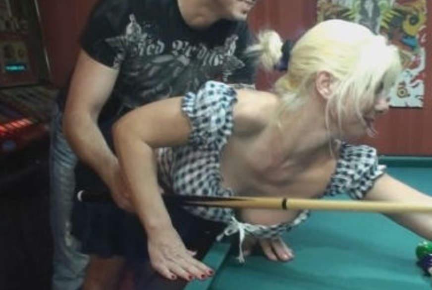 D**********t auf dem Billiardtisch!