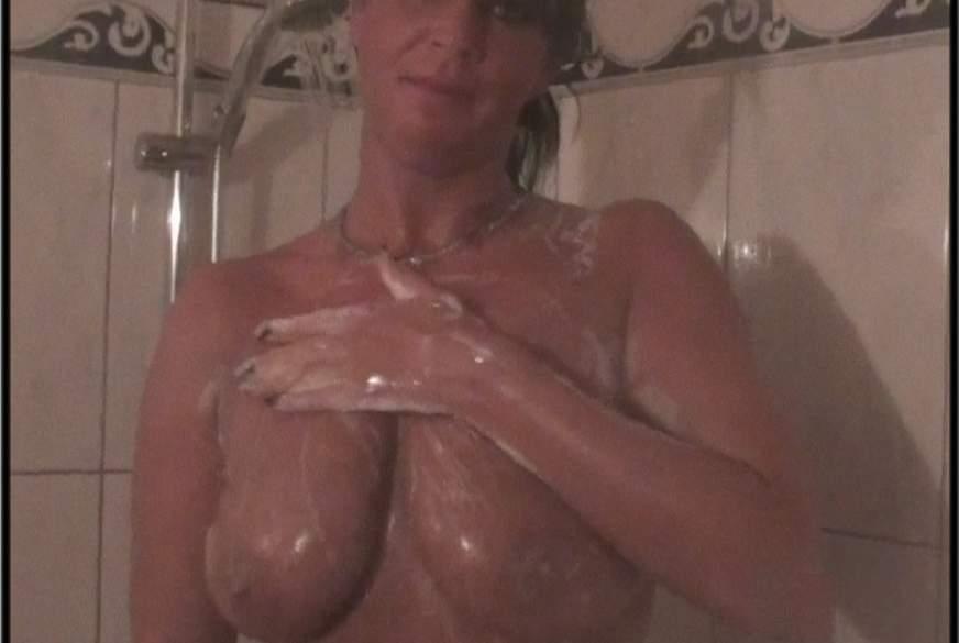 Komm mit mir unter die Dusche
