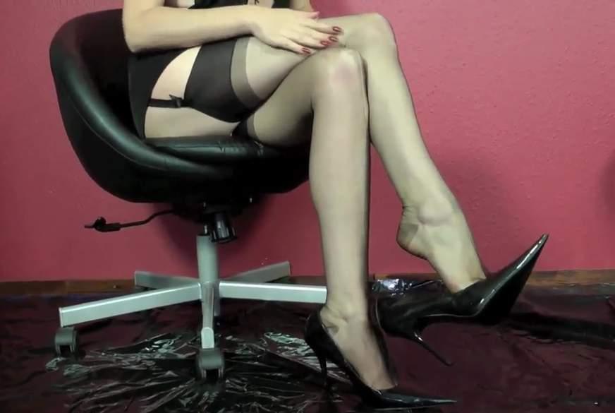 Nylonlady P**st in ihre Heels!