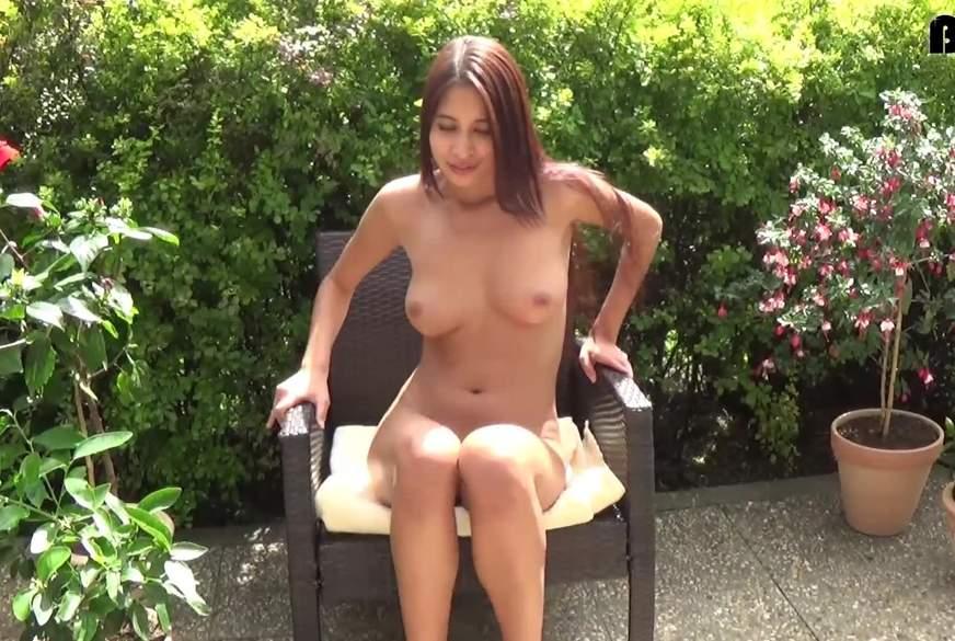 Ein Nacktes Asia T**n Girl
