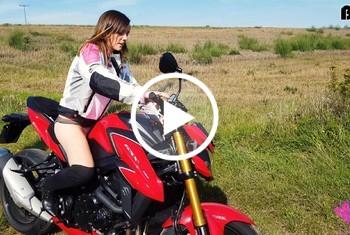Die immergeile und n**se Motorradf***e