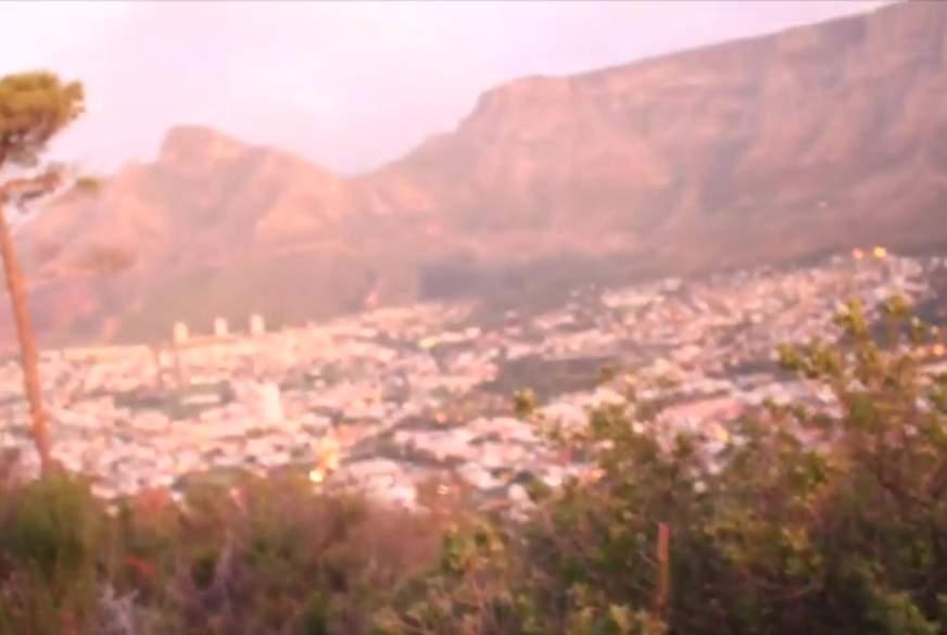 Sunset B*****b vor dem Tafelberg