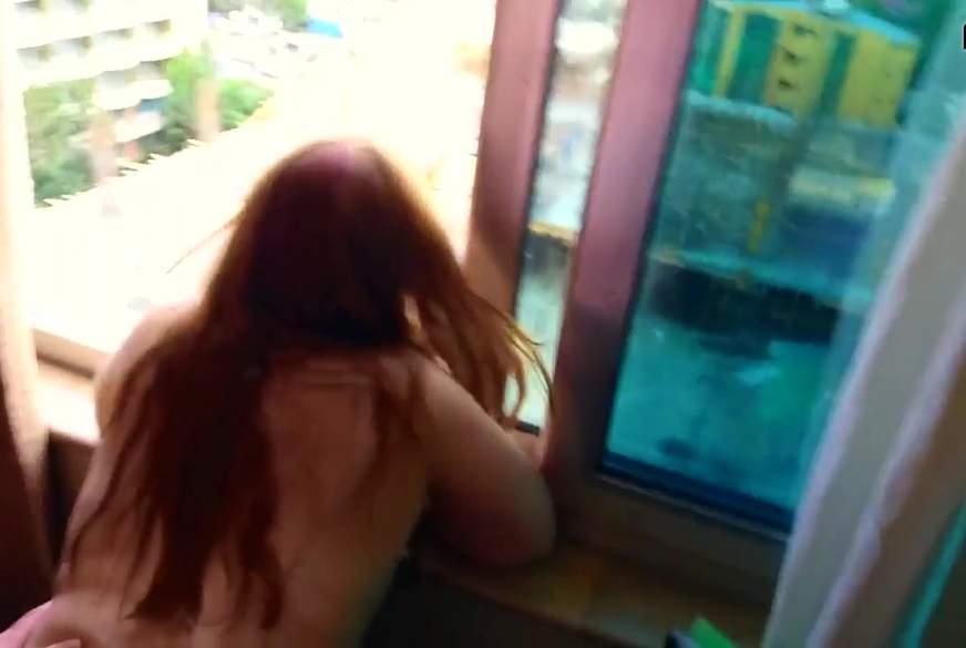 Krass! Am offenen Hotelfenster g*****t!