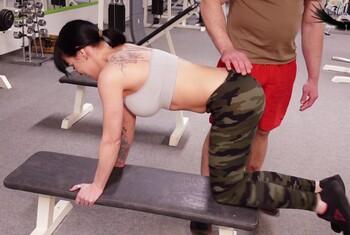 F****n ist auch Sport !!! Effektives Training Public im Fitnesscenter!
