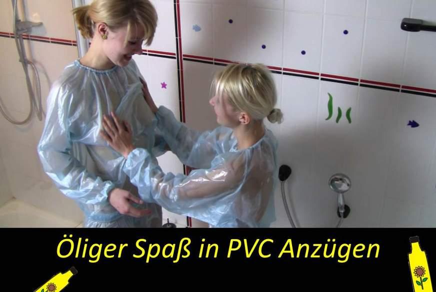 Öliger Spaß in PVC Plstik Anzügen