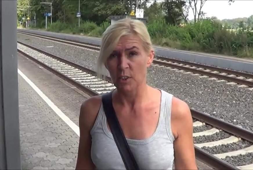 Krass- Am Bahnhof ins Maul g*****t