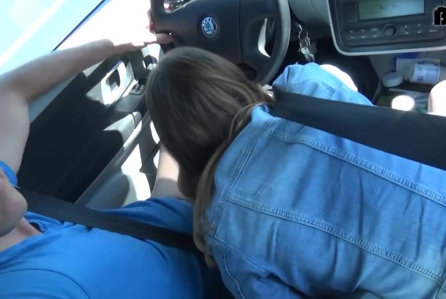 liaLouise b*****b im fahrenden auto. geiles t**nie