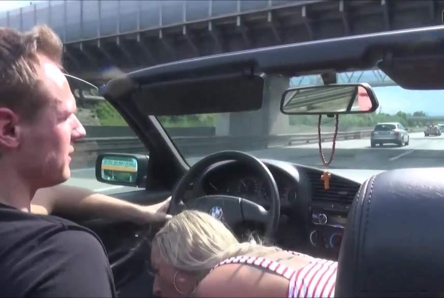 b*****b im fahrenden cabrio auf autobahn