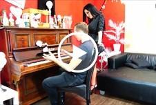 klavierstunde mit sex bezahlt a**l p***y s****a am klavier mit geilem girl
