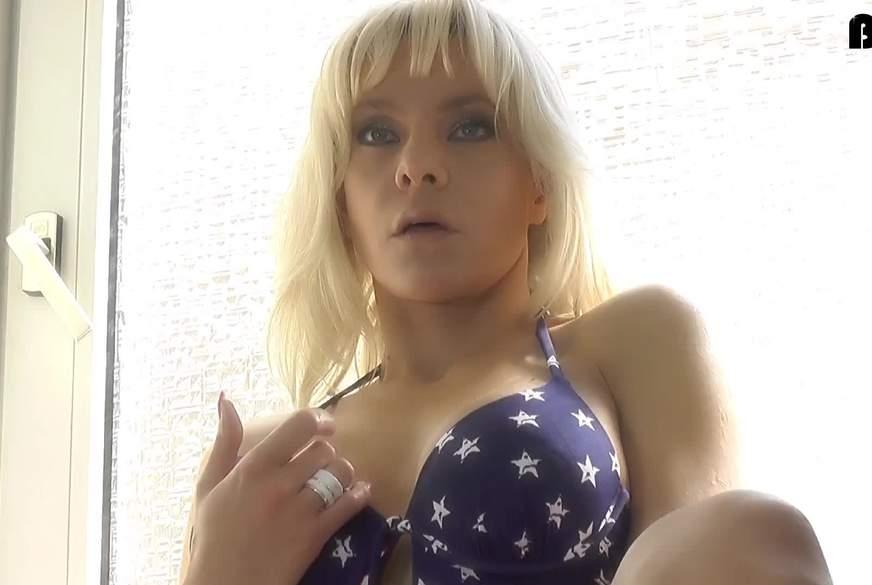 Wunschvideo: D***o im Badeanzug