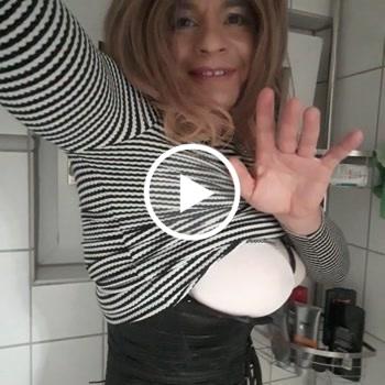 A********e in der Dusche mit XXL D***o aufg*****t