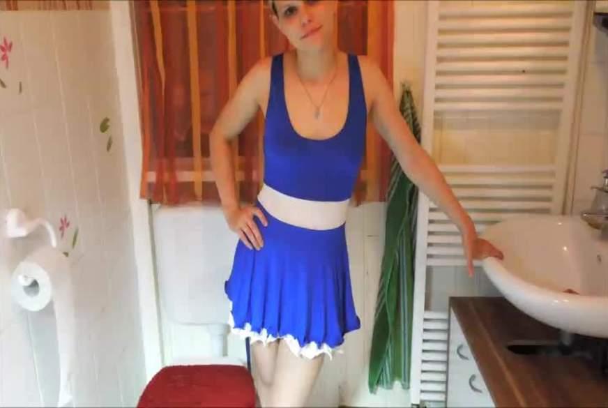 blaues minikleid p****n und baden