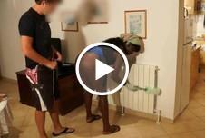 KRASS! Putzfrau gefickt während Ehefrau in der Küche spült.AO, 3er