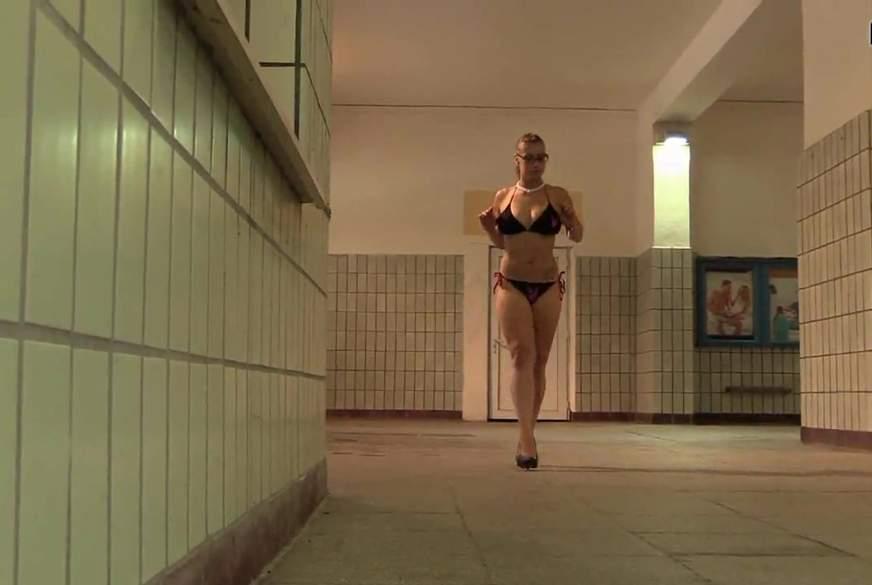 Abgang im Bikini