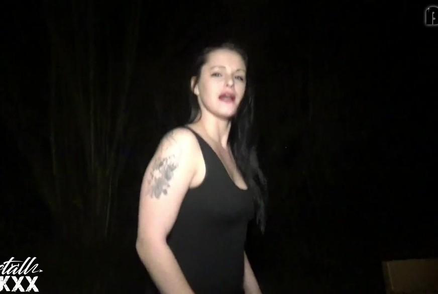GEILES GIRL - P**sT AUF DIE PARKBANK