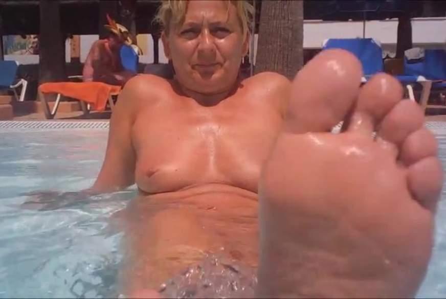 Ein Spanner im Pool