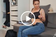 Erotische Strip Show in Jeans