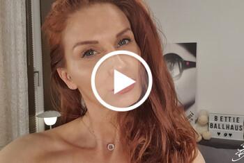Erotische Strip Show vor der Webcam