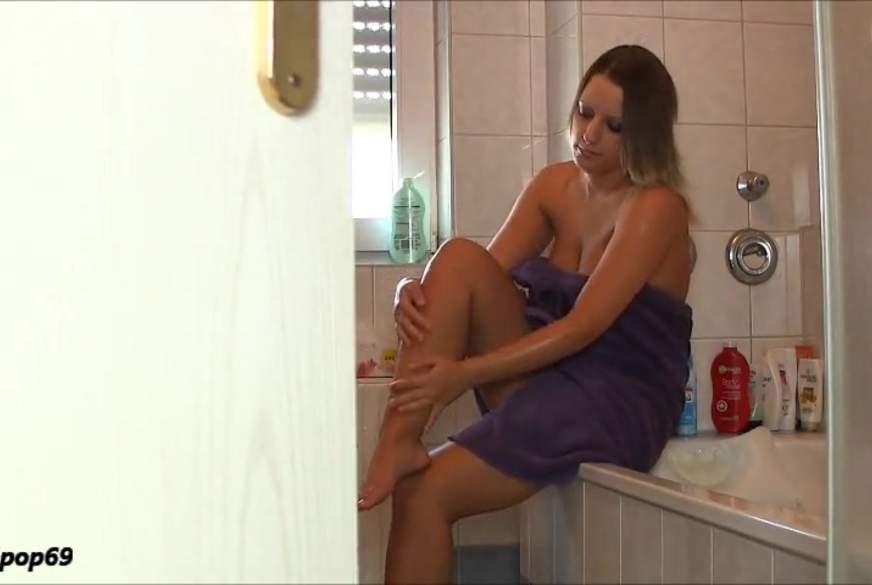 VERBOTEN?! Schock im Badezimmer