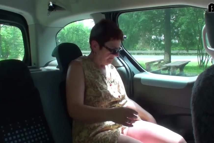 nackt im Auto