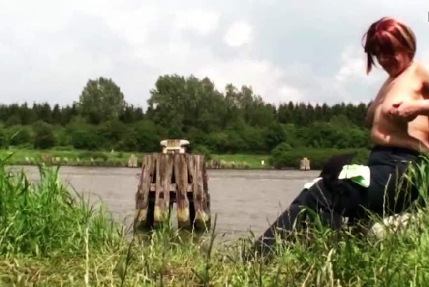 Warten an Fluß