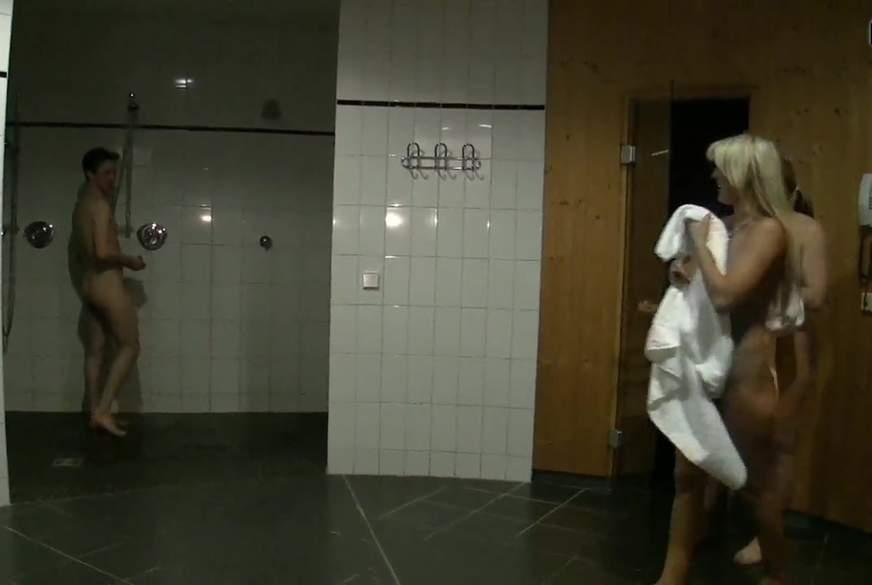 Öffentliche Sauna-Student verführt!