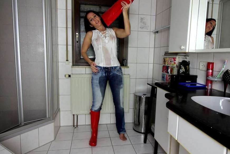 XXL Jeans-P**s mit T-Shirt Gummistiefel P***i Dusche