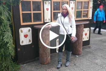 Public-F**k Mitten auf dem Weihnachtsmarkt!
