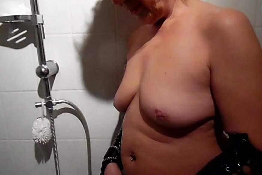 allein unter der dusche