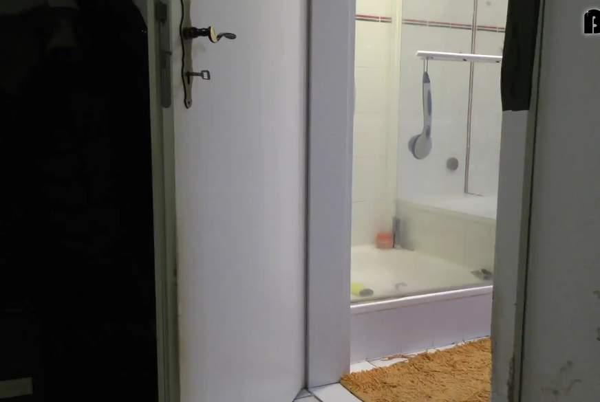 Badewanne als Großraumtoilette b*****t