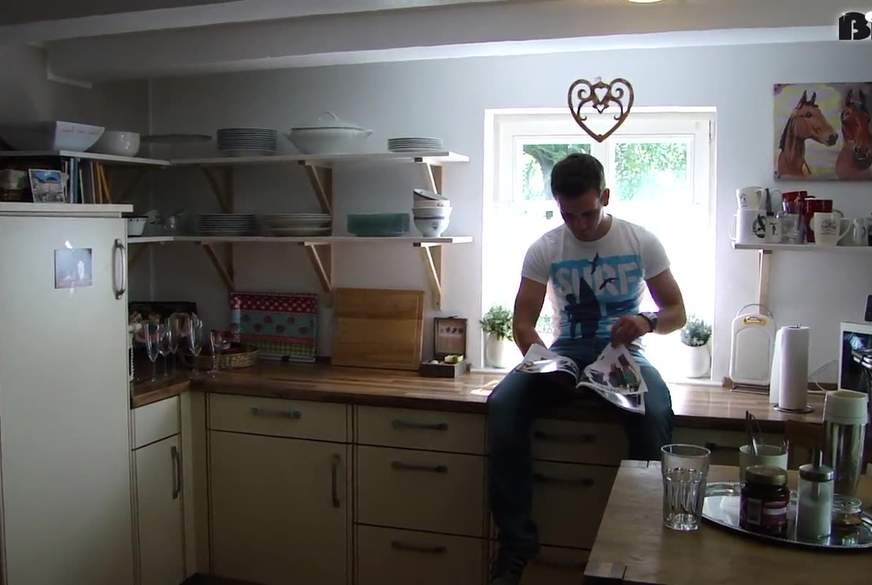 In der Küche seiner M****r