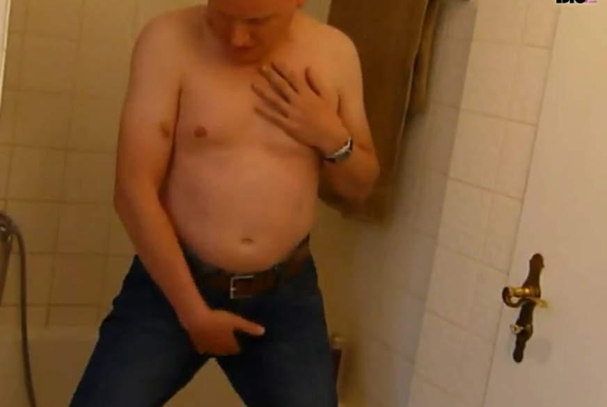 Striptease und geiles W*****n im Badezimmer