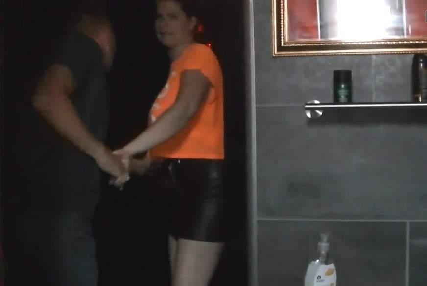 B*****b auf dem Männer-WC